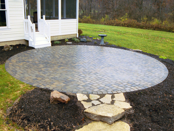 Exceptionnel 6u2033x9u2033 Concrete Pavers In Muster K Pattern Cut Into Round Patio ...