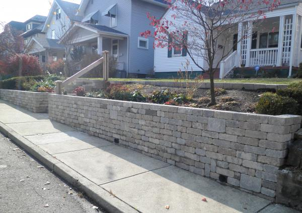 Unilock's Brussels Dimensional tumbled concrete wall block used for retaining wall and steps.